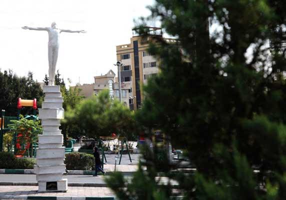 میدان کتاب سعادت آباد